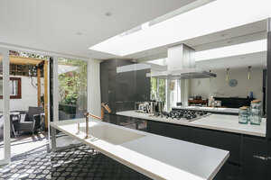 We have chosen some of the most stylish kitchen splashback ideas to give you inspiration for your new kitchen.